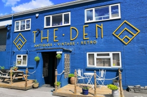 The Den Re-Opens minus Molly